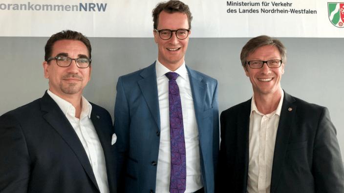(v.l.) Guido Déus MdL, NRW-Verkehrsminister Hendrik Wüst, Dr. Christos Katzidis MdL