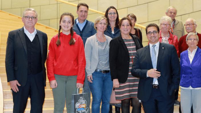 Guido Déus MdL mit der Besuchergruppe aus Bonn im Landtag NRW (Quelle: Volker Zierhut CDU-Landtagsfraktion)